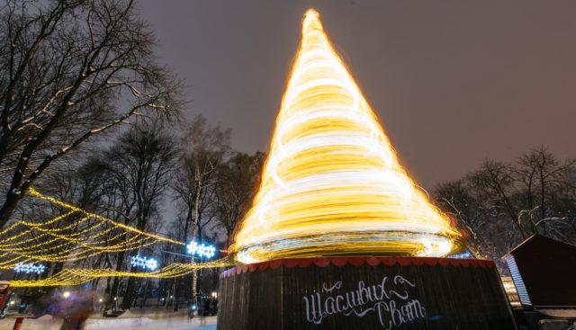 Вінниця яскрава: як засяяло місто перед святкуванням Нового року. ФОТОРЕПОРТАЖ