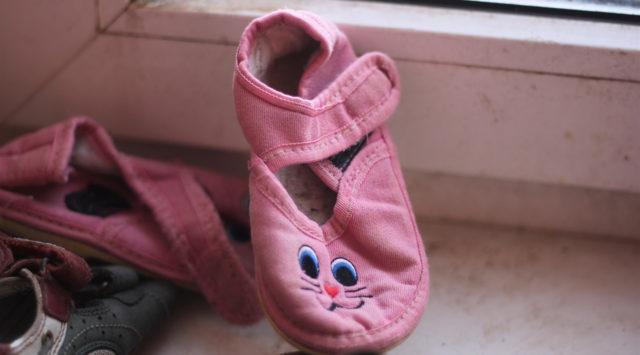 """Іграшки для дітей та одяг для дорослих: як у Вінниці роздають речі з """"соціальних контейнерів"""". ФОТО"""