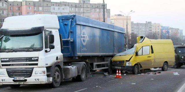 На Барському шосе затор через масштабне ДТП, троє загиблих. ФОТО