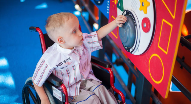 У Вінниці почали облаштовувати ігрові майданчики для дітей з інвалідністю. ФОТО