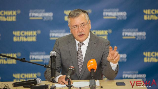 """Про середню зарплату в $700 і """"нахабну руду пику"""": кандидат Гриценко приїхав агітувати у Вінницю. ФОТО"""