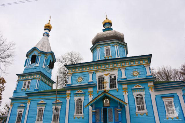 Після сутичок церкву в Луці-Мелешківській взяли під цілодобову охорону. ВІДЕО