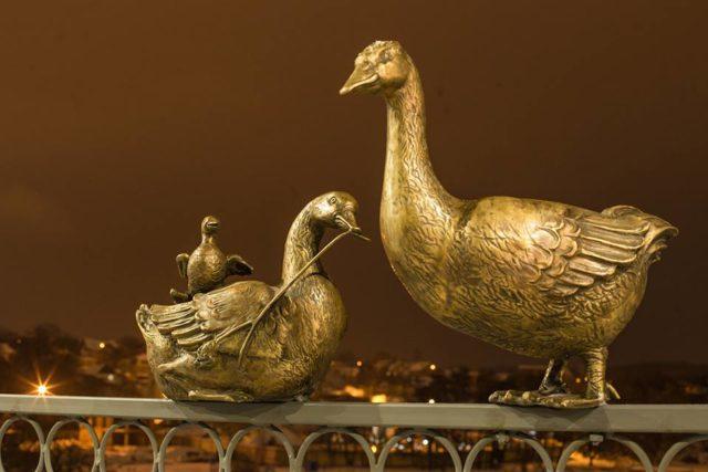Бронзовий гусак повернувся на Київський міст