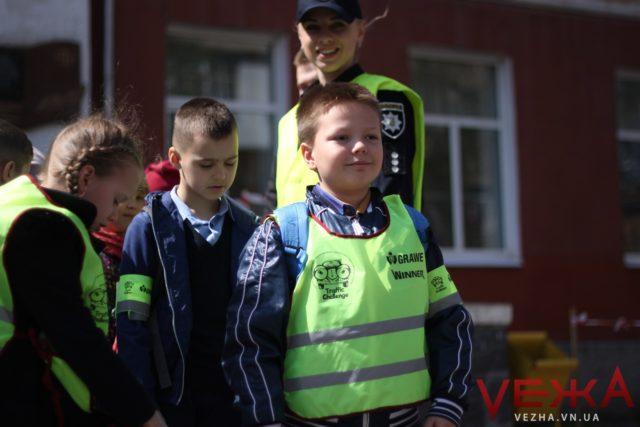 """""""Щоб не було штрафів і не посадили в тюрму"""": школи Вінниці долучили до всеукраїнського проекту з безпеки на дорогах"""