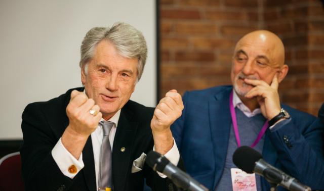 """""""Ми вже навчилися голосувати, але не навчилися обирати"""": Віктор Ющенко приїхав на жіночий бізнес-форум до Вінниці. ФОТО"""