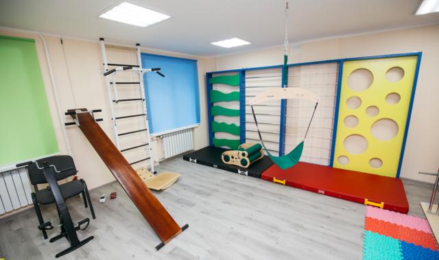 Тренажер для обіймання і мер на балансирі: у Вінниці показали, як працює інклюзивний центр для дітей. ФОТОРЕПОРТАЖ