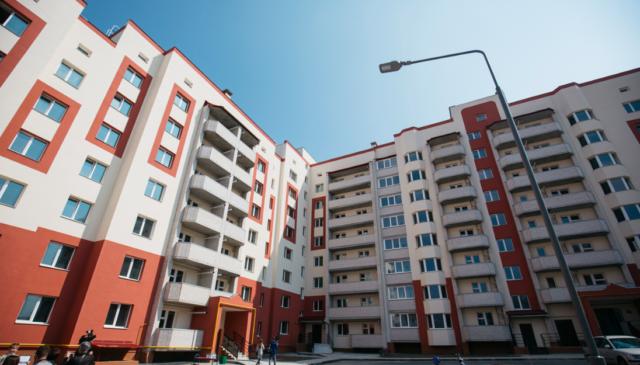 """""""Скинулися"""" з державою: у Вінниці мешканцям видали квартири в новому будинку за програмою """"Доступне житло"""". ФОТО"""