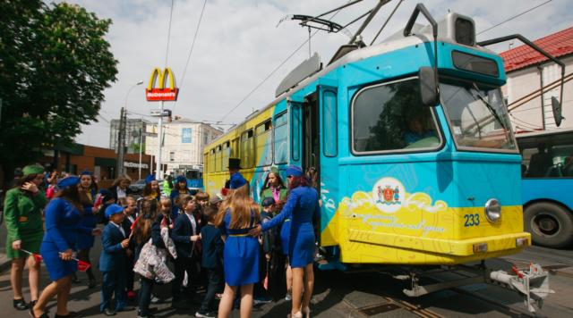 Міськрада анонсувала новий сезон трамвайних екскурсій для першачків