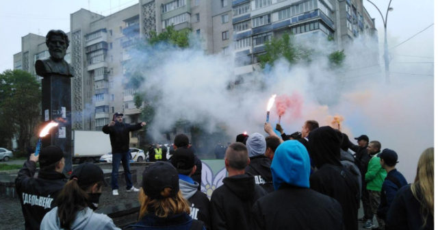 """""""Знесіть, або самі декомунізуємо"""": у Вінниці вимагають позбутися погруддя Петра Запорожця. ФОТО"""