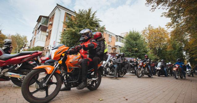"""Свинячі перегони та виставка міні-мотоциклів: на Вінниччині відбудеться ювілейний мотофестиваль """"Загул"""""""