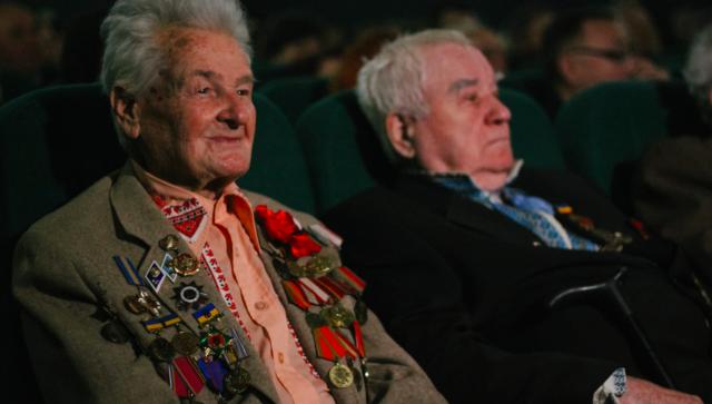 """""""Служу народу України"""": у Вінниці привітали ветеранів Другої світової війни. ФОТО"""