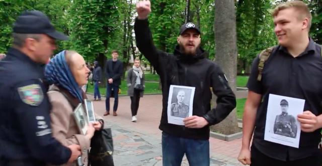 Конфлікт на Європейській площі: поліція забрала портрети воїнів УПА в активістів, аби не допустити сутички. ВІДЕО