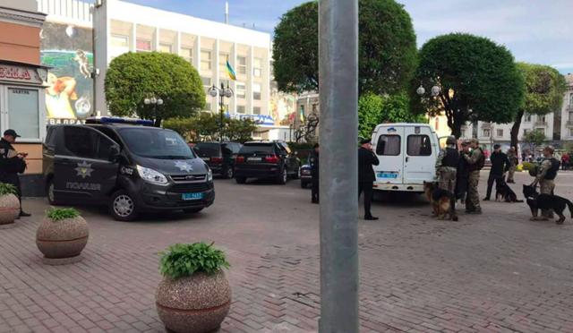 """""""Замінування"""" восьми торгових центрів у Вінниці: поліція не виявила вибухівки. ФОТО"""