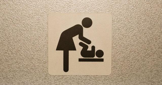 """Вінничани просять створити кімнату матері та дитини в """"Прозорому офісі"""". ПЕТИЦІЯ"""