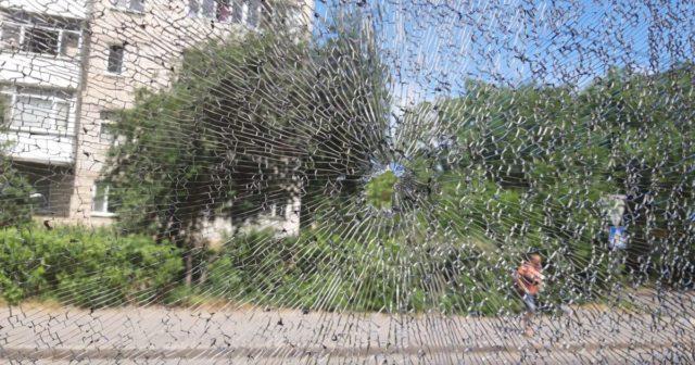 """Невідомому, який обстріляв трамвай у Вінниці, """"світить"""" до семи років ув'язнення"""