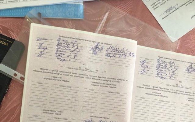 На Вінниччині члени ДВК вже підписали підсумкові протоколи