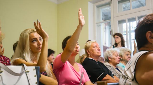 Чи збудують ТЦ на Гоголя: громадські слухання завершилися криками та зайшли в глухий кут. ФОТО