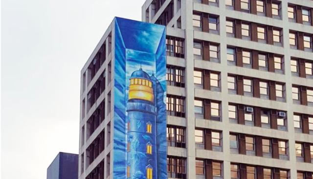 Як вінничанин малював найбільший мурал у Кейптауні: кримський маяк з петриківським розписом. ФОТО