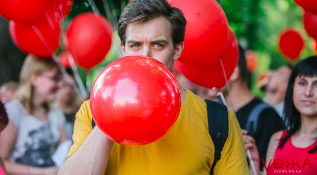 Порошенко, Шарій та червоні кульки: як у Вінниці агітував екс-Президент. ФОТО, ВІДЕО