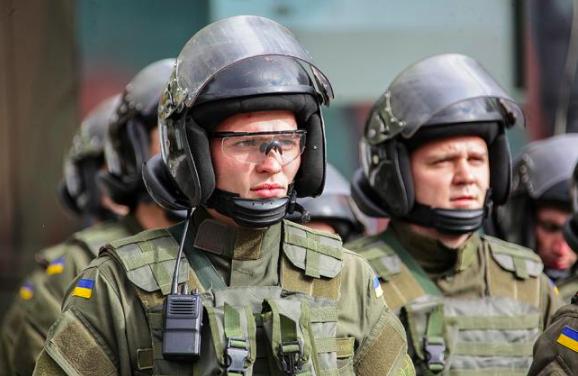"""Нацгвардія вийшла на вулиці: що варто знати при спілкуванні з """"військовими патрулями"""" та які в них повноваження"""
