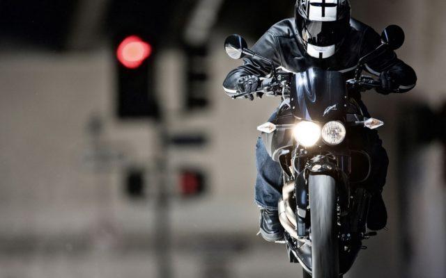 """Люди бідкаються, поліція розводить руками: чи можна в законний спосіб вплинути на """"нічних"""" мотоциклістів"""