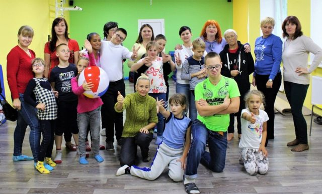 """У Вінниці діє """"Особливий театр"""" для дітей з синдромом Дауна та аутизмом. ВІДЕО"""