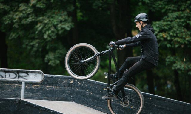 """Трюки на BMX і дитячі велоперегони: у Вінниці влаштували свято """"Тур де Парк"""". ФОТОРЕПОРТАЖ"""