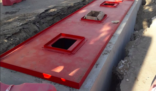 На Замостянській будують підземний сміттєвий майданчик. ФОТО