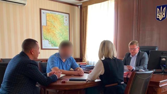Прокуратура вручила підозру депутату Вінницької обласної ради та його спільникам. ФОТО