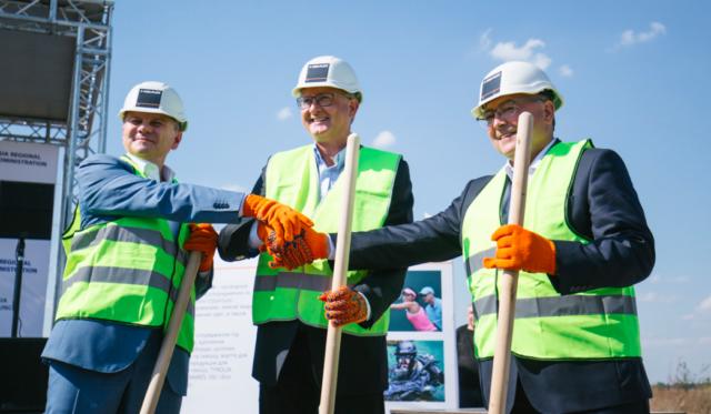 У Вінниці заклали початок будівництва найбільшого у світі заводу з виробництва зимового спортивного спорядження. ФОТО
