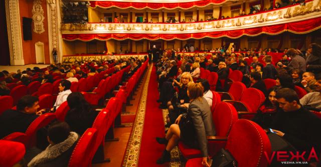 Рапіри та електронні годинники: що цікавого готує для вінничан 86-й театральний сезон