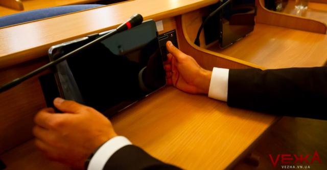Діджиталізація: у Вінницькій облраді встановили нову систему для голосування із сенсорними кнопками. ФОТОРЕПОРТАЖ