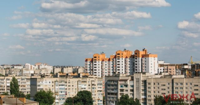 Більше, ніж планувалося: у Вінниці за рік відремонтували покрівлі 34 багатоповерхівок