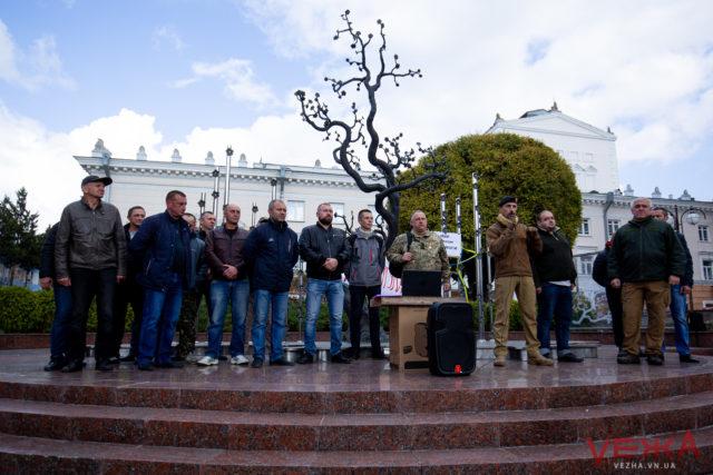 """Близько трьохсот людей у Вінниці протестували проти """"формули Штайнмаєра"""". ВІДЕО"""