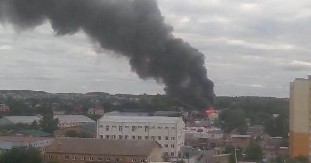 У Вінниці на вулиці Широцького горять складські приміщення. ВІДЕО