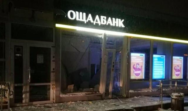 """У Вінниці вночі намагалися пограбувати """"Ощадбанк"""". ФОТО"""