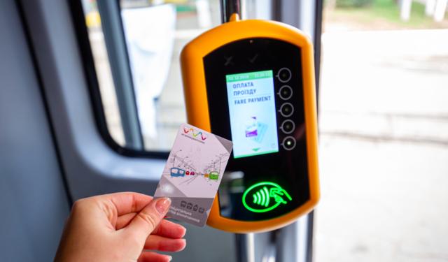У вінницьких трамваях запровадили електронний квиток: як це працює?