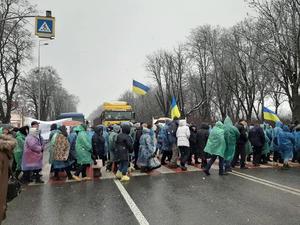 Протестувальники перекрили міжнародну трасу на Вінниччині. ФОТО - VежA