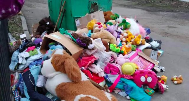 """Іграшки на смітнику: чому будинок дитини """"Малятко"""" викинув благодійну допомогу. ФОТО"""