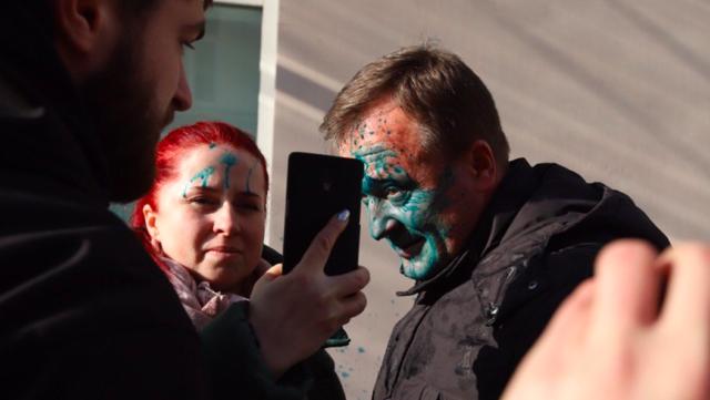 У Вінниці прихильника окупації Криму облили зеленкою після судового засідання. ФОТО, ВІДЕО