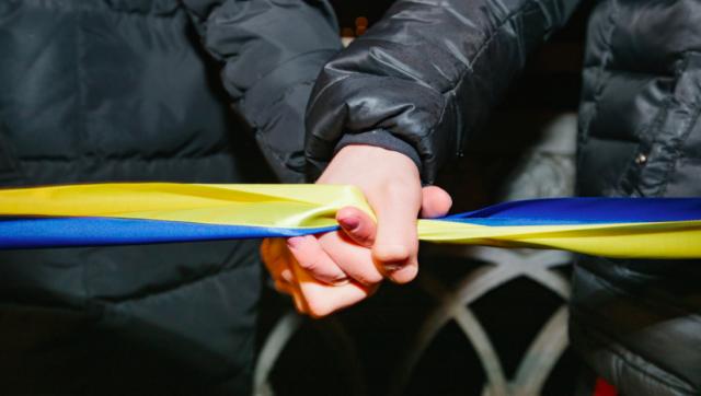 """У День Соборності вінничани створили живий """"Ланцюг Єдності"""" через Буг. ФОТОРЕПОРТАЖ"""