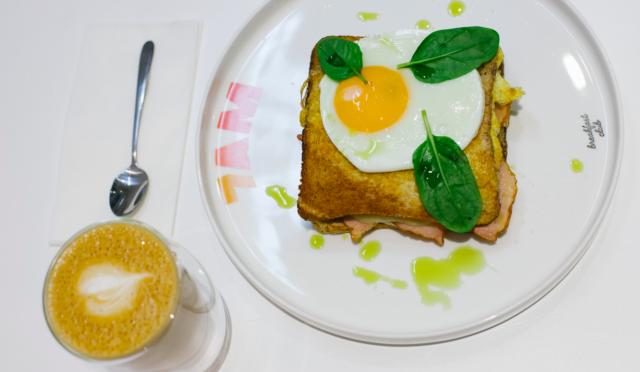 Омлети, сендвічі та вівсянка: де поснідати в центрі Вінниці. ОГЛЯД