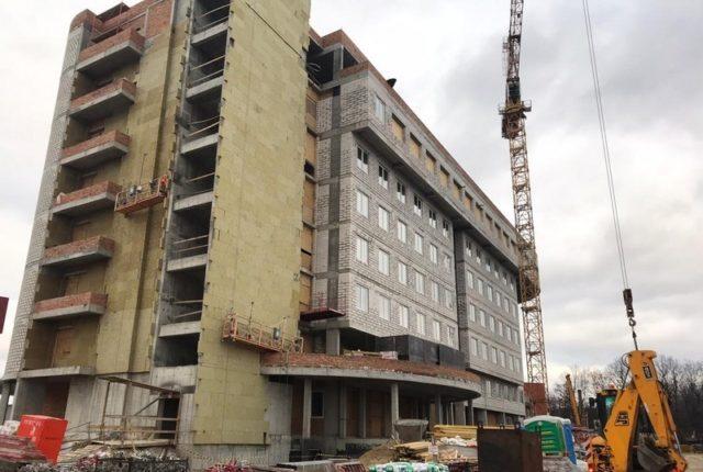 На будівництві кардіоцентру у Вінниці вп'ятеро збільшили кількість робітників. ФОТО