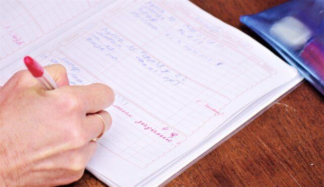У школах Бару планують скасувати паперові щоденники і журнали