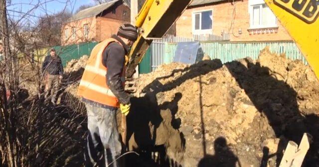 На Старому місті відновили роботи з будівництва каналізації. ВІДЕО