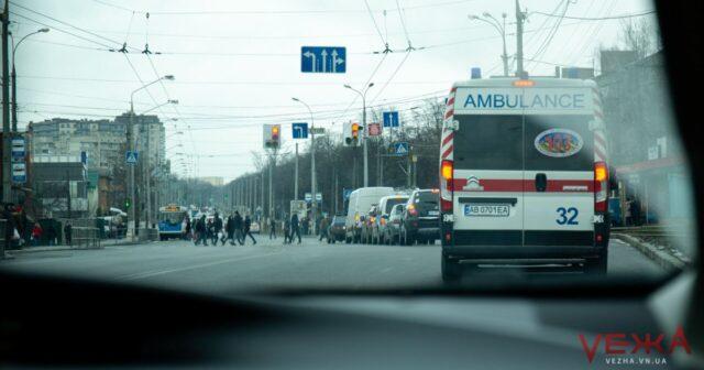 """Водії пропускають, пішоходи """"нариваються"""": у Вінниці перевірили, чи поступаються дорогою """"швидкій"""". ФОТОРЕПОРТАЖ"""