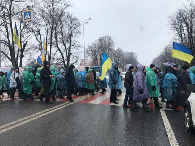 Мешканці трьох сіл Вінниччини блокують рух на міжнародній трасі
