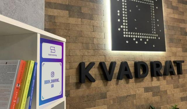 Громадянин Литви встановив у вінницьких креативних просторах полички для буккросингу