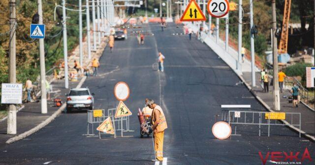 На Київському мосту до липня мають облаштувати тротуари та сходи