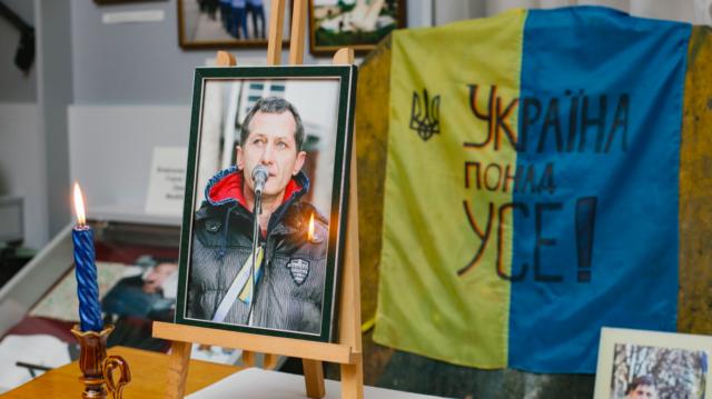 Малював, поспішав жити, пішов на Майдан: у Вінниці відкрили виставку картин героя Небесної Сотні Валерія Брезденюка. ФОТО